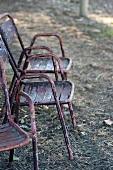 Alte Gartenstühle