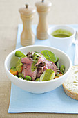 Warm beef salad with spinach and herb dressing