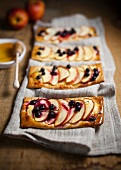 Pizza with apple, honey and black currants