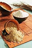 Brauner Reis und brauner Reismehl