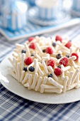 Meringue cake with berries