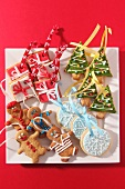 Various Christmas biscuits to hang on the Christmas tree