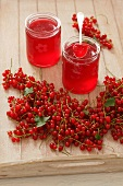 Redcurrant jelly and fresh redcurrants