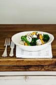 Pumpkin salad with tofu, broccoli and sesame seeds