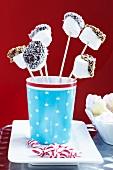 Marshmallow-Sticks mit Verzierung