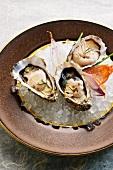 Austern mit Schalotten-Essig-Schaum