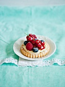 A berry tartlet with vanilla cream