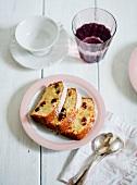 Drei Stücke Cranberrykuchen auf Teller