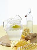 Selbstgemachte Limonade im Glaskrug