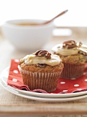 Banana and pecan muffins with caramel