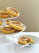 Caramel tarts with slivered almonds