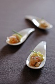 Spoon canapés with lobster tartar