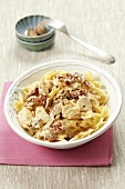 Farfalle with cream sauce, dried tomatoes and chicken