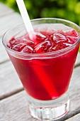 Cocktail mit Wodka und Cranberrysaft