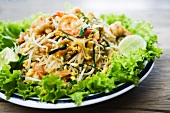 Sautéed noodles with prawns and bean sprouts (Thailand)