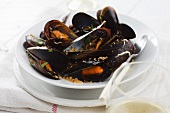 Mussels with white wine, garlic and breadcrumbs