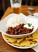 Chilli con carnes with rice and tortilla chips