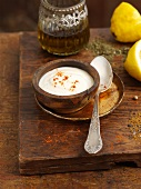 Yogurt and lemon dip with garlic