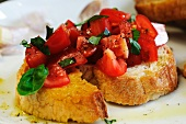 Bruschetta al pomodoro (toasted bread topped with tomato and basil)