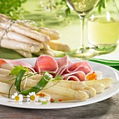 Asparagus with ham, egg and chamomile flowers and white wine
