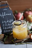 An apple sauce recipe on a blackboard with fresh apples