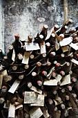 Im Keller der Fattoria Selvapiana, zur Reifung zurückbehaltene Flaschen