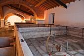 Quinta de Dona Maria, Lagares, (offene Vergärungsbecken aus Marmor mit moderner Temperaturkontrolle)