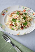 Farfalle with bacon, peas and parsley