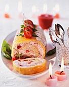 Erdbeer-Biskuitrolle mit Basilikum zum Weihnachtsfest