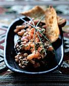 Salmon tartar with toasted bread