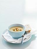 Pastinaken-Apfel-Suppe mit Croutons