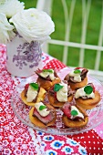 Mini Yorkshire puddings with beef for a Jubilee party (England)