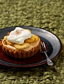 Banoffee pie with flambéed bananas and cream