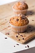 Muffins mit Zucker und Schokostückchen
