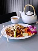 Pad Thai (pfannengerührte Nudeln mit Huhn, Thailand)