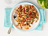 Pasta caprese (Nudeln mit Tomaten, Mozzarella, Basilikum)