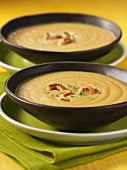 Cream of cauliflower soup with roasted cashew nuts