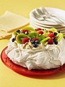 Pavlova (Australian meringue cake with fruit)