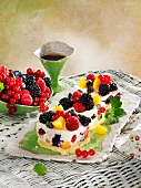Quark cake with berries and peaches