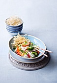 Rice noodle salad with prawns (Thailand)