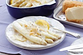 White asparagus with horseradish butter sauce and smoked sheep's cheese