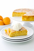 Almond-tangerine cake with cream