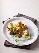 Potatoes with chanterelle mushrooms and parsely