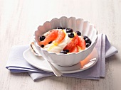 Quark cream with grapefruit and blueberries