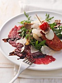 Carpaccio al balsamico (beef carpaccio with balsamic cream)