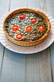 Spinach tart with tomatoes
