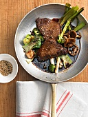 Marinated fillet steaks with stir-fried vegetables and sesame seeds