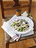 Pasta ai funghi (Pasta mit Pilzen & Bechamelsauce, Italien)
