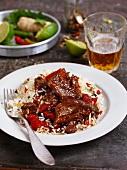 Rindfleisch mit Chili & Paprika auf Limettenreis