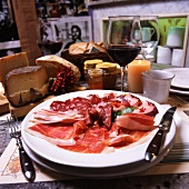 Piatto di salumi (an appetizer platter of salami and raw ham)